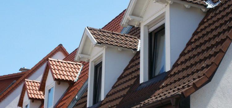 Rénover sa toiture modiquement : comment faire ?