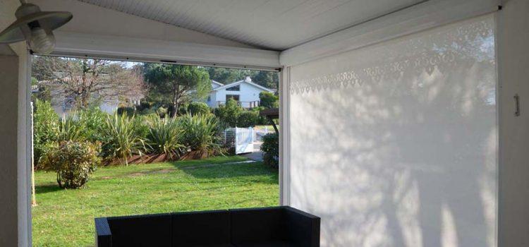 Aménagez votre terrasse comme un pro avec un store enrouleur vertical