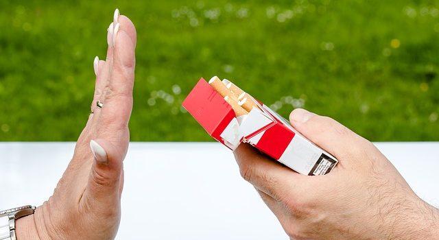 Fumer à la maison est la pire des choses à faire…